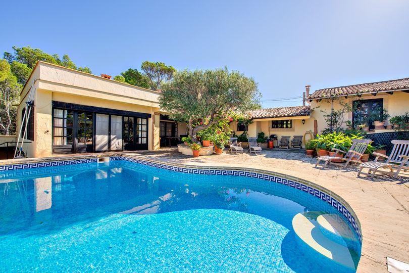 Rustic villa in La Mola overlooking the sea and the island Dragonera
