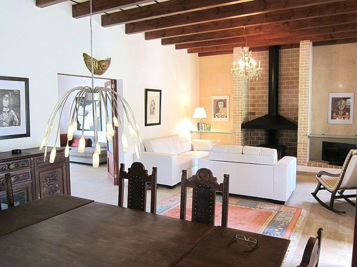 The charming country house is located in the northeast of Mallorca and is just 3 kilometers from Arta