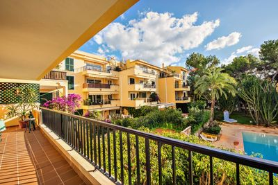 The offered apartment is located in the community Ambassador Park in Santa Ponsa