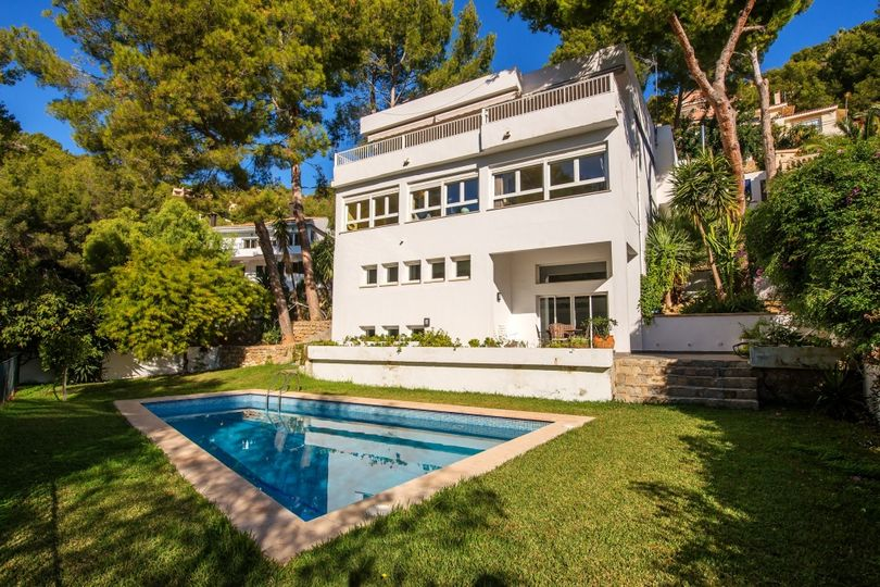 This modern sea view villa was built in1987 and is located in Costa d'en Blanes, one of the most sought after residential areas in the southwest of Majorca,