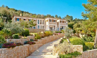 Golf Pollensa Luxus Villa im Herrenhausstil     Die Immobilie liegt in der exklusiven Urbanisation am Golf Pollensa