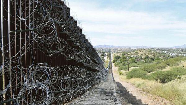 Grenze zu Mexiko: Schmuggler lassen Kinder von vier Meter hoher Mauer in die USA fallen