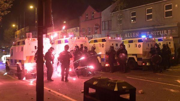 Etliche Verletzte Polizisten: Unruhen in Nordirland wegen Brexit-Grenze in Irischer See