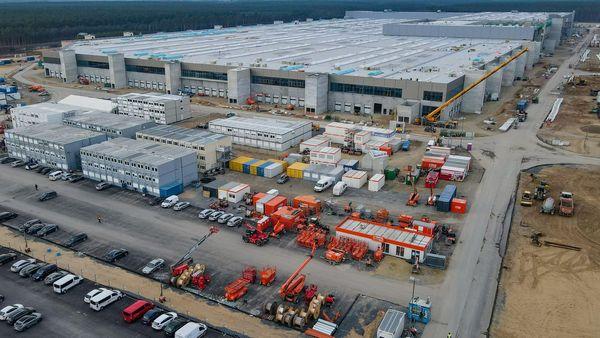 Werk in Brandenburg: Tesla übt scharfe Kritik am irritierenden Genehmigungsverfahren