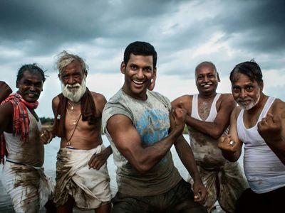 watch Irumbu Thirai streaming