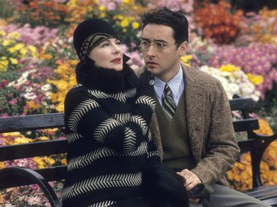 watch Bullets Over Broadway streaming