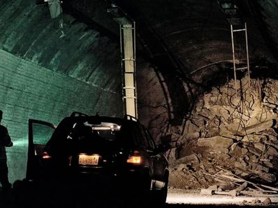 watch Tunnel streaming