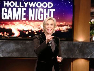 watch Hollywood Game Night streaming