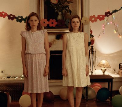 Dogtooth online