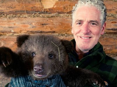 watch Grizzly Bear Cubs and Me streaming