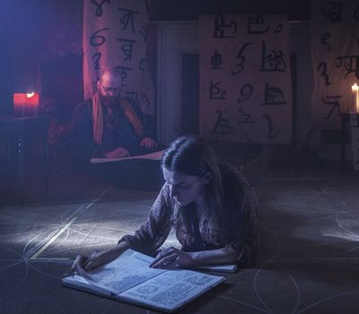 A Dark Song online