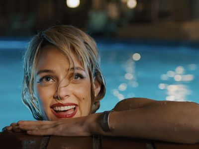 watch Under the Silver Lake streaming