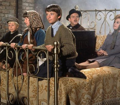 Bedknobs and Broomsticks online