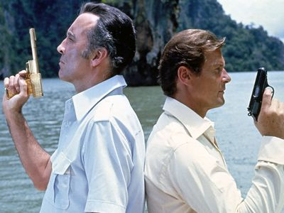 watch The Man with the Golden Gun streaming