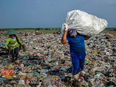 watch The Story of Plastic streaming