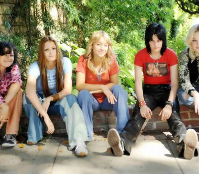 The Runaways online