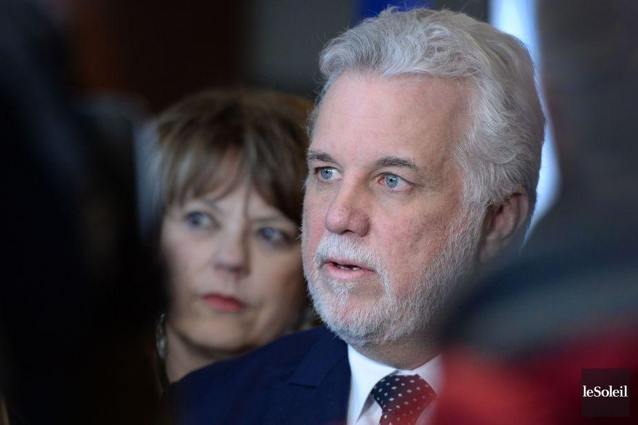 Philippe Couillard ne veut plus débattre du port de signes religieux   Roxanne Ocampo   Politique québécoise