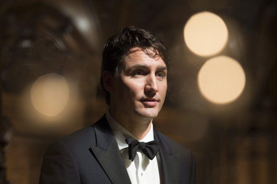 Trudeau s'excuse d'avoir répondu en français à une question en anglais | Politique canadienne