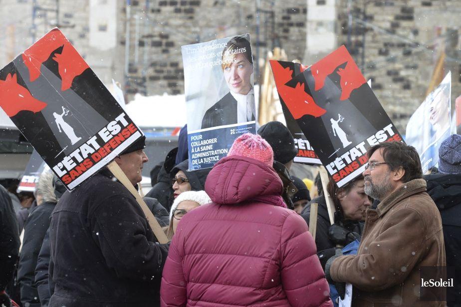 Grève des juristes: l'Assemblée nationale a embauché une briseuse de grève   Simon Boivin   Politique