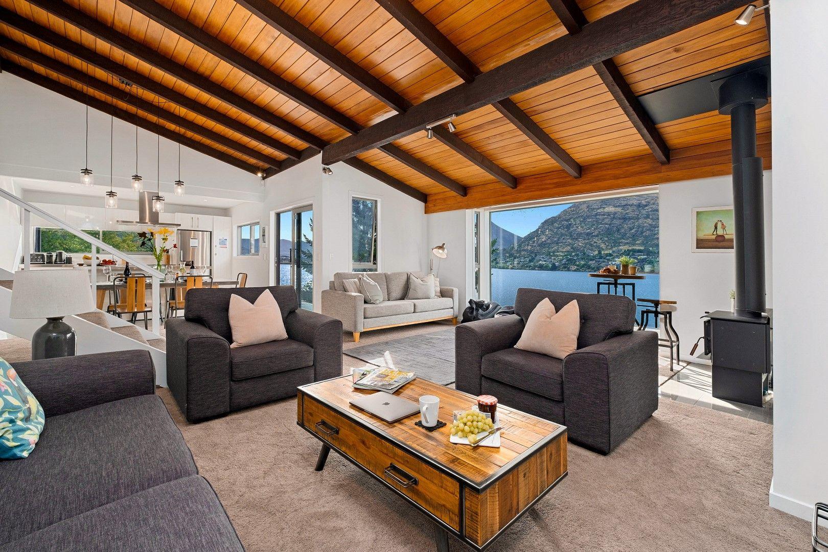 Queenstown Lakefront Dream  3 Bed