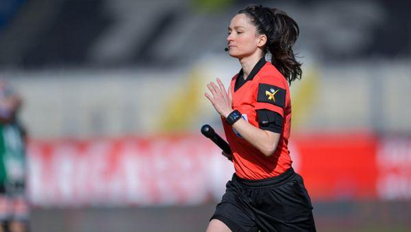 Erstmals ÖFB-Schiedsrichterin an der Linie