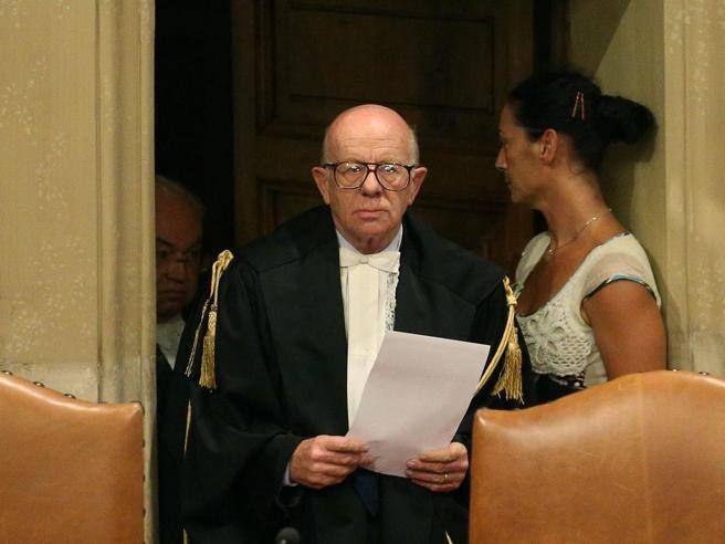 «Esposito hotel offese Berlusconi» Bufera sulle frasi dei camerieri