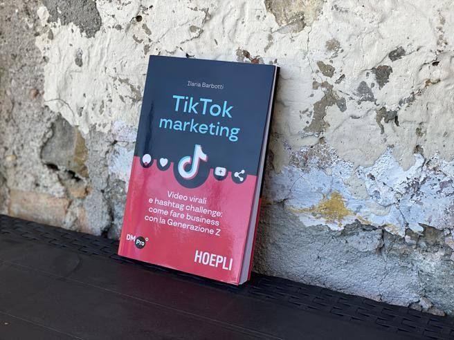 primo libro italiano TikTok « social che stranisce affascina Serve tanta autoironia qualcosa dire)»