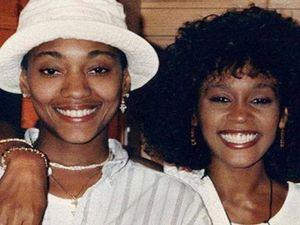 Whitney Houston e Robyn, storia di un amore gay tenuto nascosto per  paura dei pregiudizi