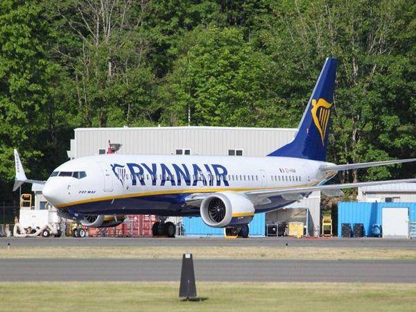 Aerei, l'Europa autorizza il Boeing 737 Max di Ryanair con quasi 200 posti