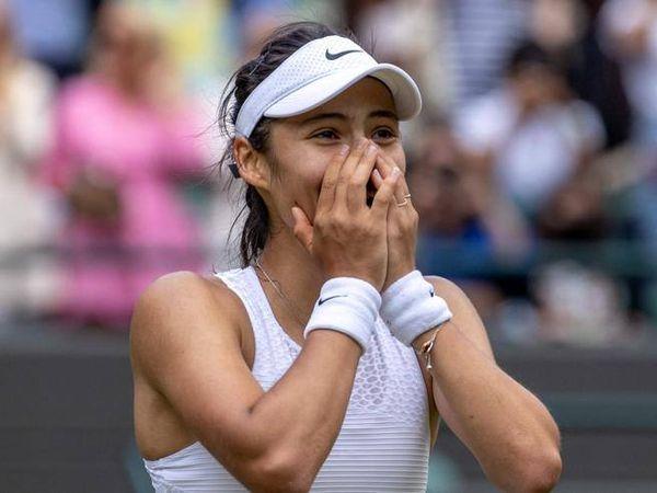 Emma Raducanu, la sorpresa di Wimbledon: «Non ho portato abbastanza vestiti»