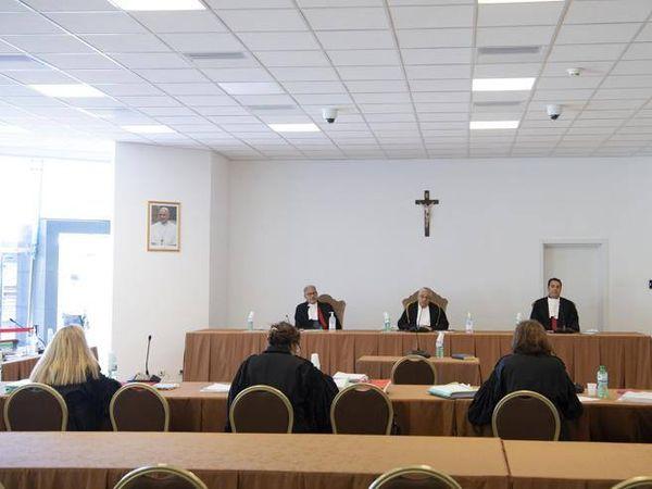 Abusi sui «chierichetti» del Papa: chiesti 6 anni per don Martinelli e 4 per l'ex rettore