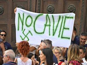 Calderoli: «I no vax sbagliano. Che pericolo il corteo nella mia Bergamo che ha visto tanti lutti»