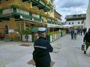 San Candido, la resa dell'hotel «no mask» Cavallino Bianco. E il sindaco sospende la chiusura