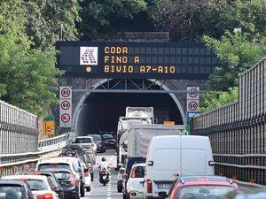 Autostrade, quei 120 cantieri che mandano in tilt il traffico delle vacanze. «La rete è obsoleta»