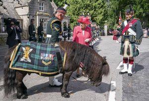 La regina a Balmoral, prima estate senza il marito Filippo (ma non senza l'amata Scozia)