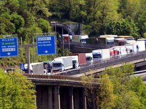 In Italia servono 17.000 camionisti.  «Cambiamo il decreto flussi, più permessi agli immigrati»
