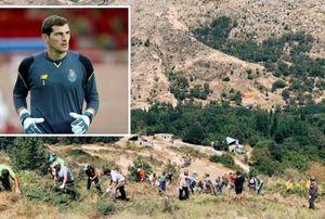 Casillas scende in campo a fianco dei pompieri per spegnere gli incendi vicini alla zona da cui proviene