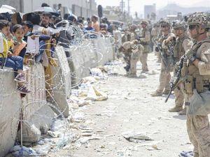 Calca e morti all'aeroporto: «Gi Usa non venite». E a Kabul c'è anche l'incubo Isis