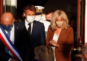 Macron e Brigitte visti da vicino «Complici su tutto, simbiotici»