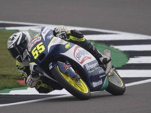 Moto 3 a Silverstone: Fenati vince su Antonelli e Foggia. Storica tripletta italiana
