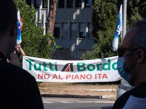 Alitalia, i sindacati chiedono la cassa integrazione fino al 2025