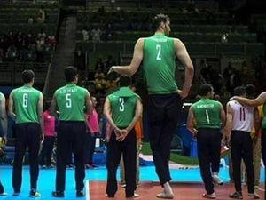 Mehrzad, il secondo uomo più alto del mondo, che punta all'oro nel sitting volley alle Paralimpiadi