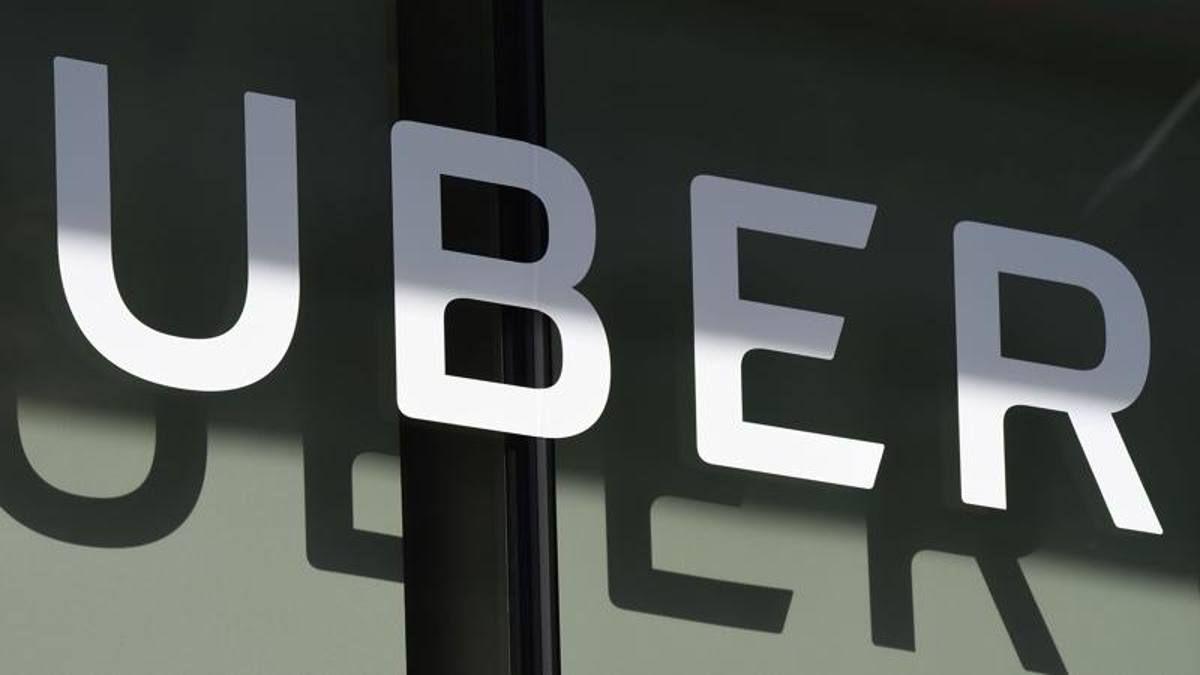 Uber Italy commissariata Milano 'accusa caporalato sui rider