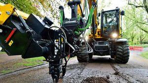 Buche in strada: Jcb automatizza la riparazione