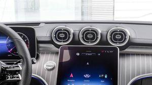 Climatizzatore auto: come evitare i cattivi odori e quale manutenzione eseguire