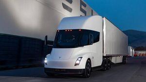Tesla Semi: il camion che accelera come una supercar verso la produzione in serie