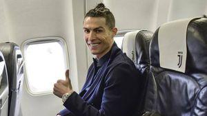 Juve, Ronaldo è atterrato a Caselle. Le immagini dell'arrivo