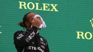 """Hamilton, malessere sul podio: """"Possono essere i postumi del Covid"""""""