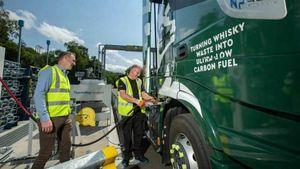 L'ultima dalla Scozia: camion alimentati a whisky che azzerano le emissioni