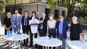 Strage del Mottarone, consegnati i 30mila euro raccolti durante il Giro per il  piccolo Eitan